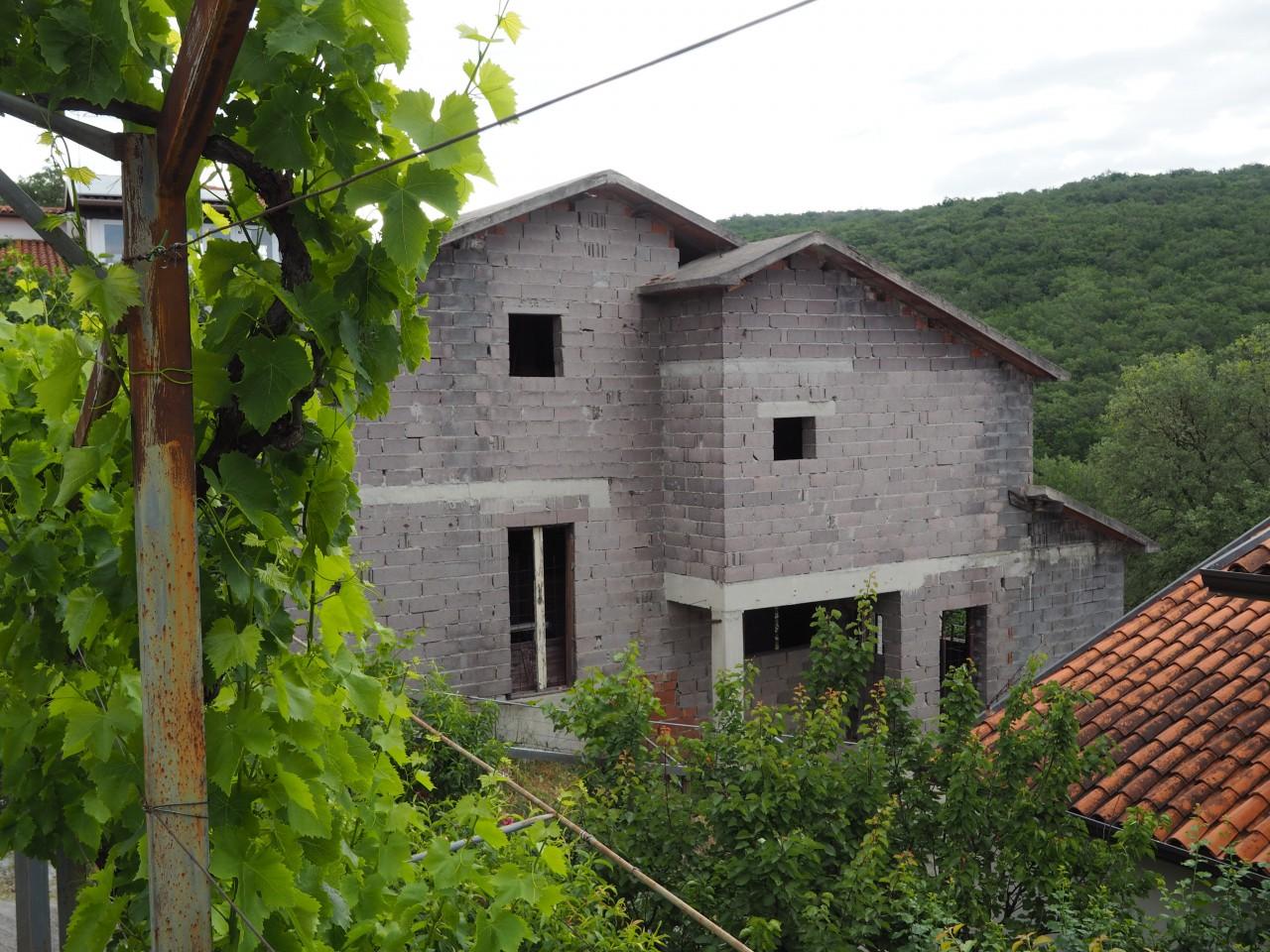 Casa bifamiliare in costruzione zona montedoro euro 135000 for Casa di costruzione personalizzata